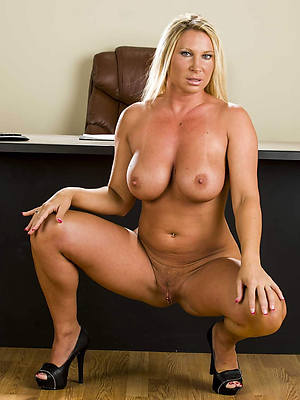 Mature sexy naked moms
