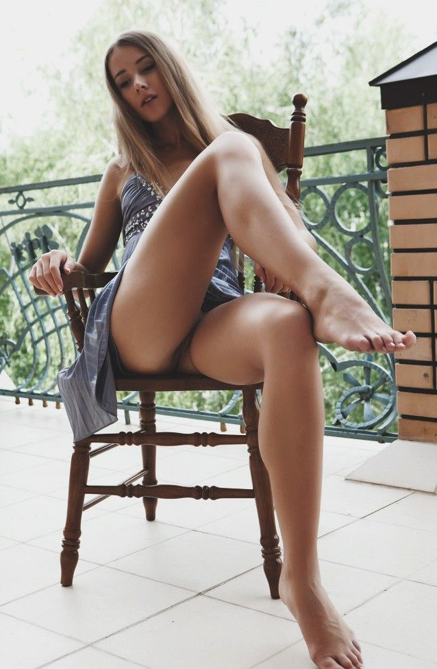 Hot nude women sexy thighs